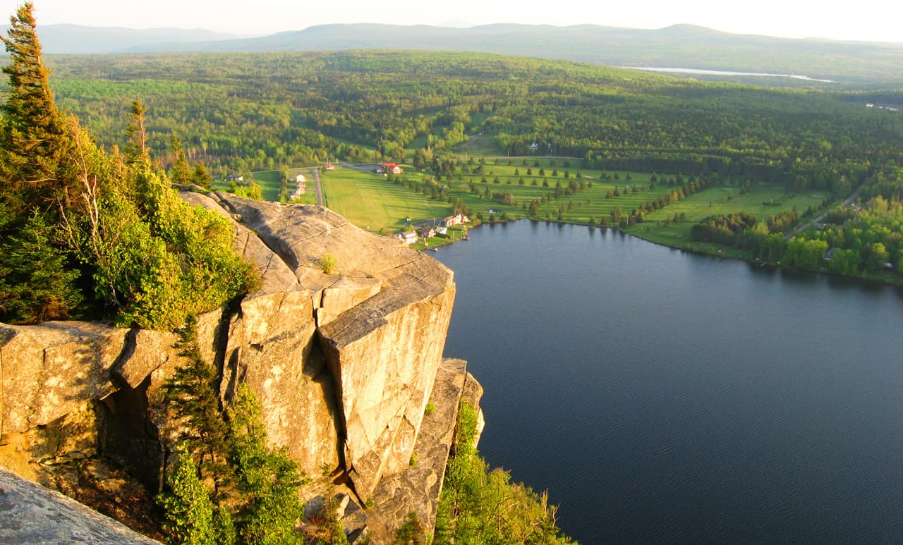 Hiking Mont Pinacle in Quebec's Eastern Townships