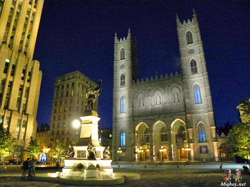 Notre-Dame Cathedral at night, montreal