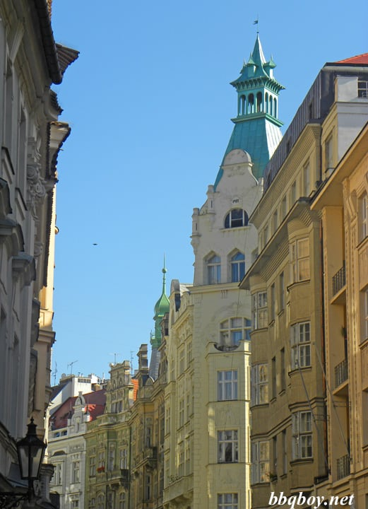 A Walking Tour Of Pragues Old Town And Things To Consider When - A walking tour of prague 15 historical landmarks