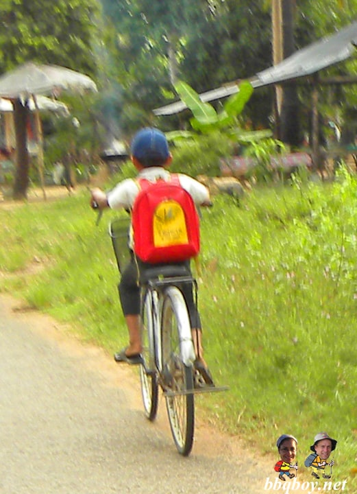 Cambodian-kids-on-bikes-2
