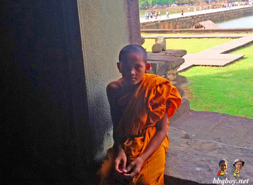 young-monk-at-Angkor-Wat