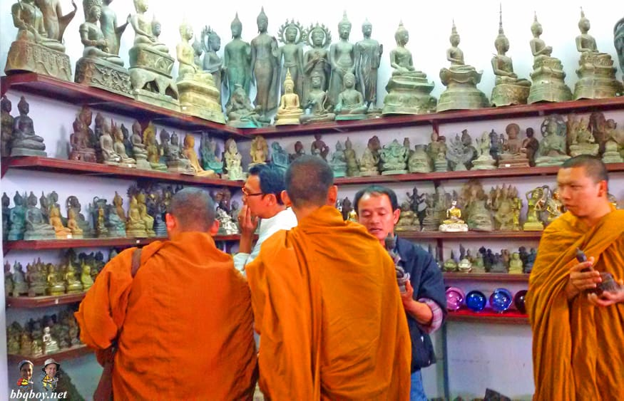 monks shopping for buddhas
