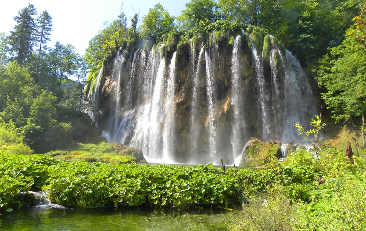 Waterfall in upper lakes. Tips on visiting Plitvice Lakes