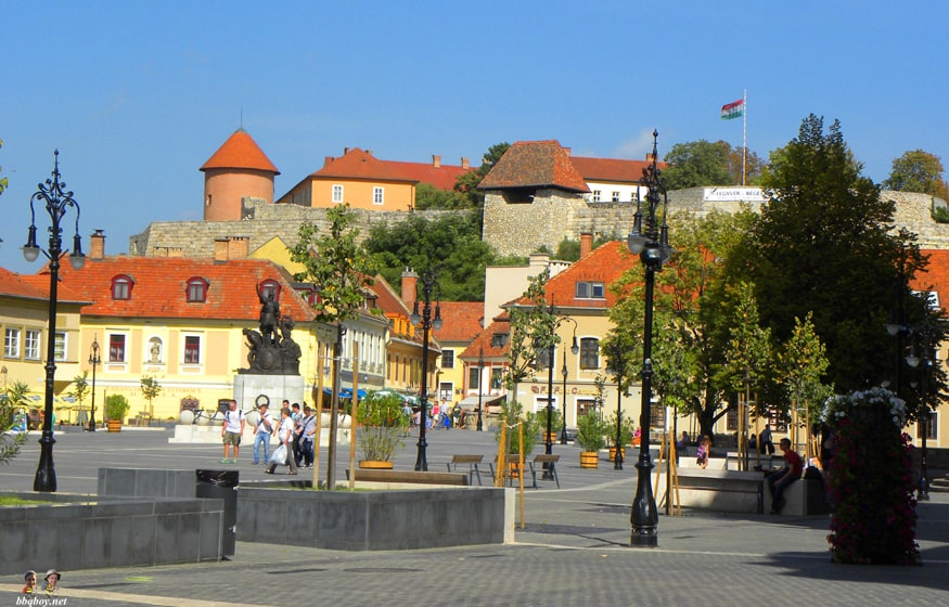 dobo square and Eger Castle