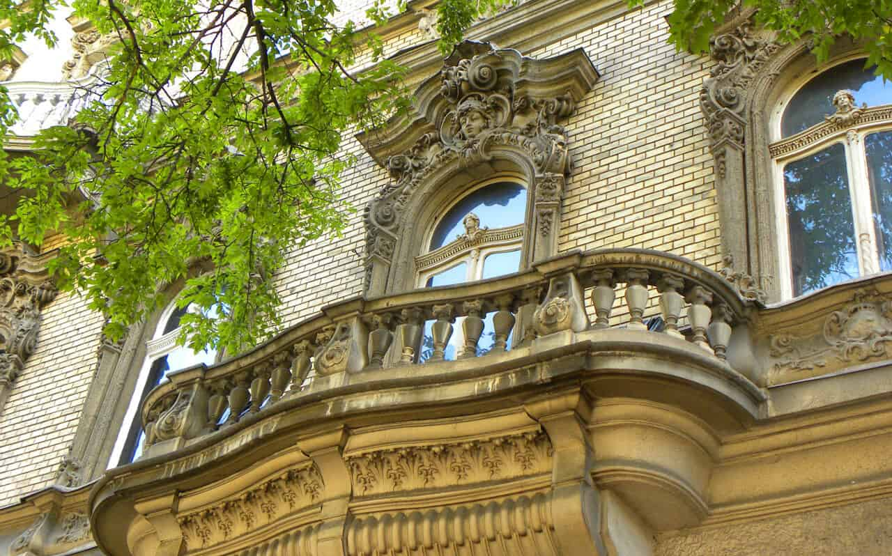 detailed balcony and windows on Erzsebert Krt, Budapest