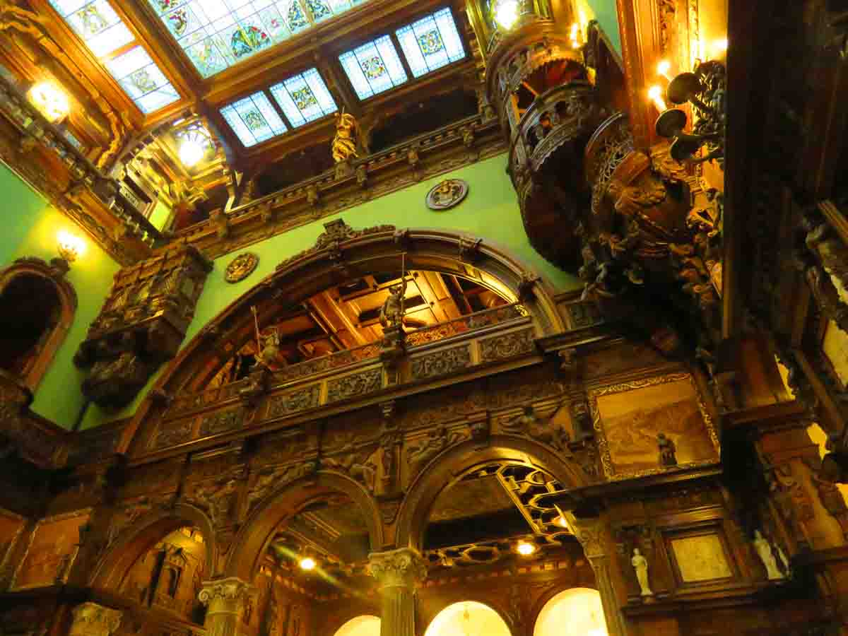 Grand Hall. Why Peles castle is the one place you can't miss in Romania