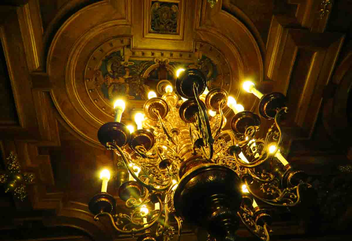 Why Peles castle is the one place you can't miss in Romania