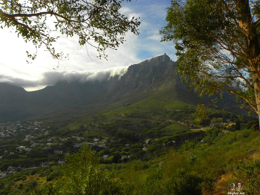 views of table mountain from Lion's head parking lot