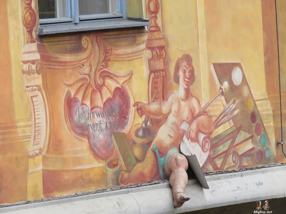 leg sticking out of the rathous, bamberg, germany