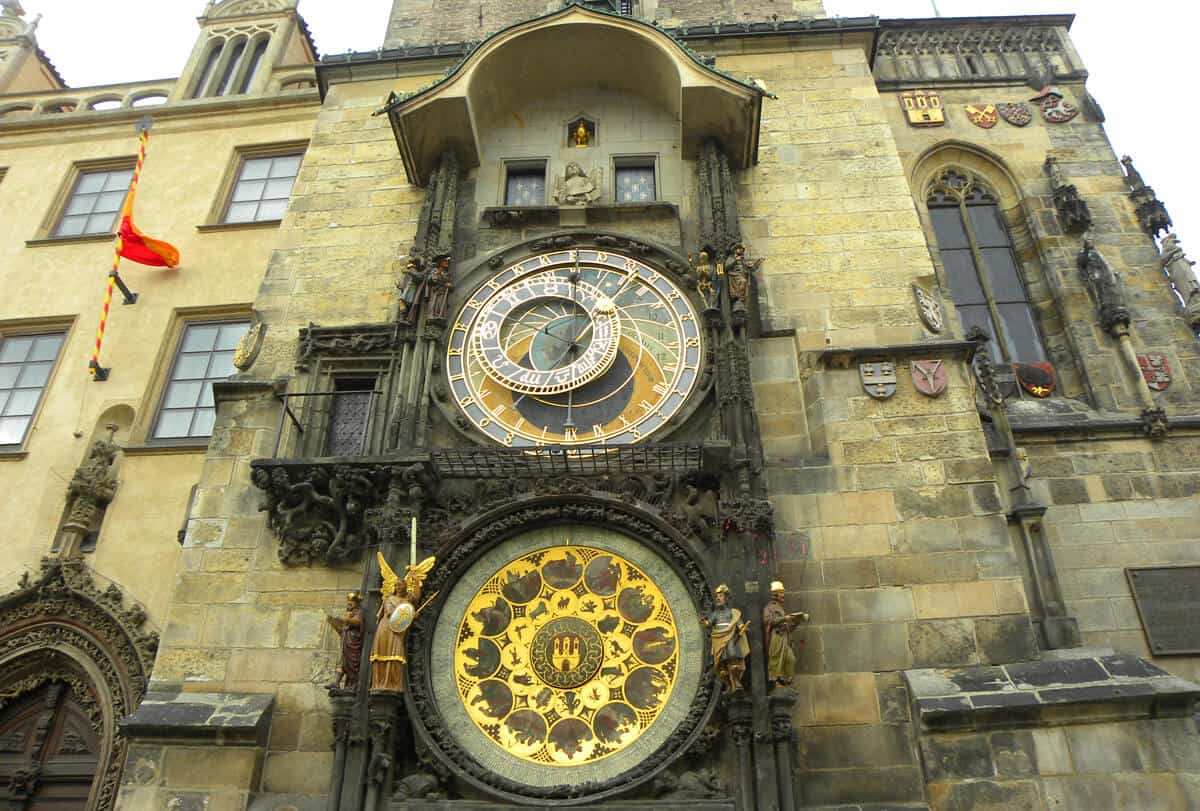 Clock. Why we keep falling in love with Prague