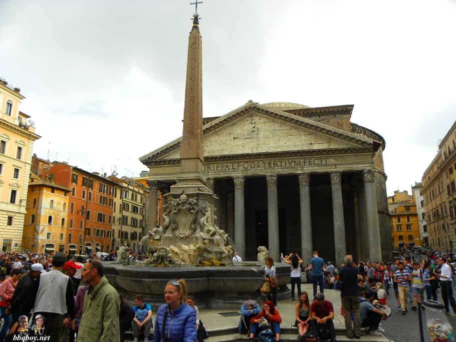 pantheon, rome square