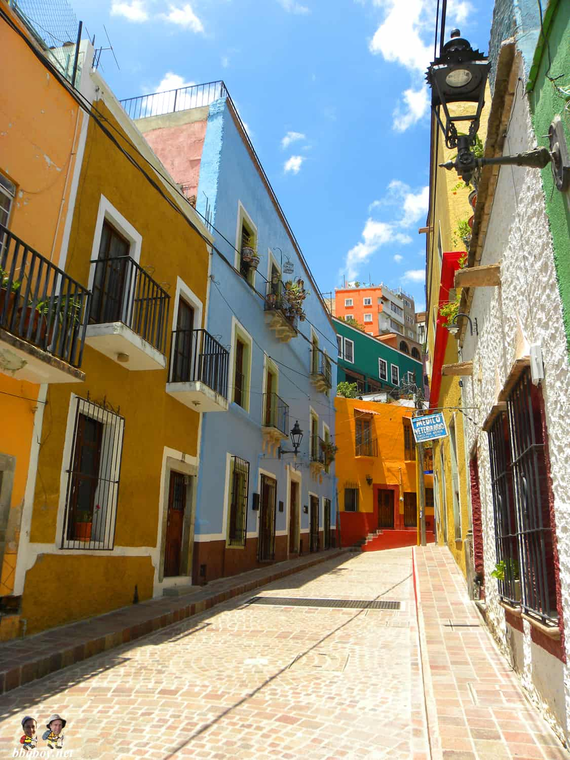 colorful street in Guanajuato, Mexico