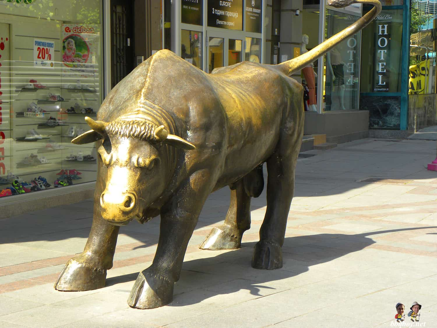 wall street bull in skopje
