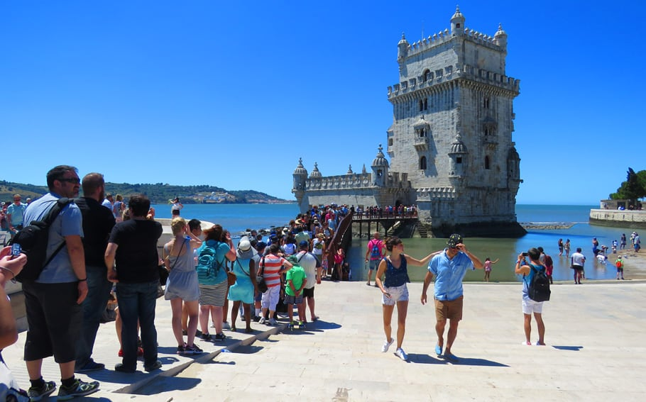 Too many tourists in Lisbon