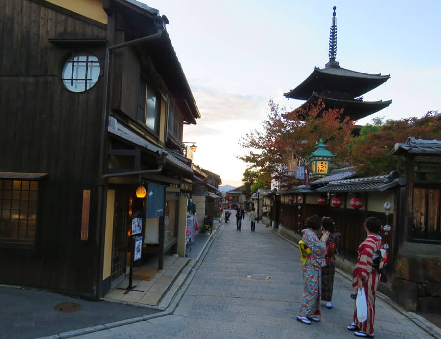 Higashiyama District, Kyoto. One of the best things to see in Kyoto.