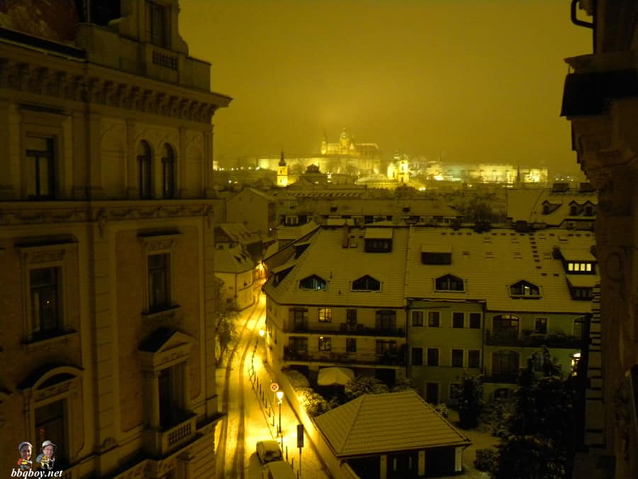 snowy-prague-at-night (1)