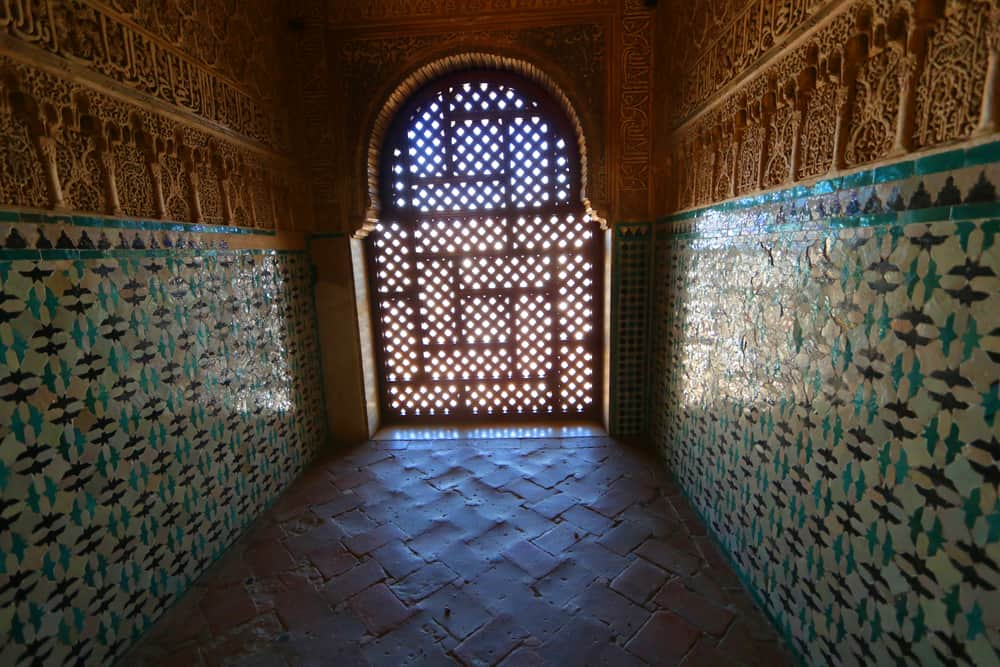 tiles at nasrid palaces. What you need to know about the Alhambra